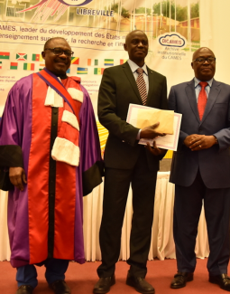 The winner received his prize from Jean De Dieu Moukagni-Iwangou, Minister of State for Higher Education and Scientific Research of Gabon (right), and Bertand Mbatchi, Secretary General of CAMES (left)